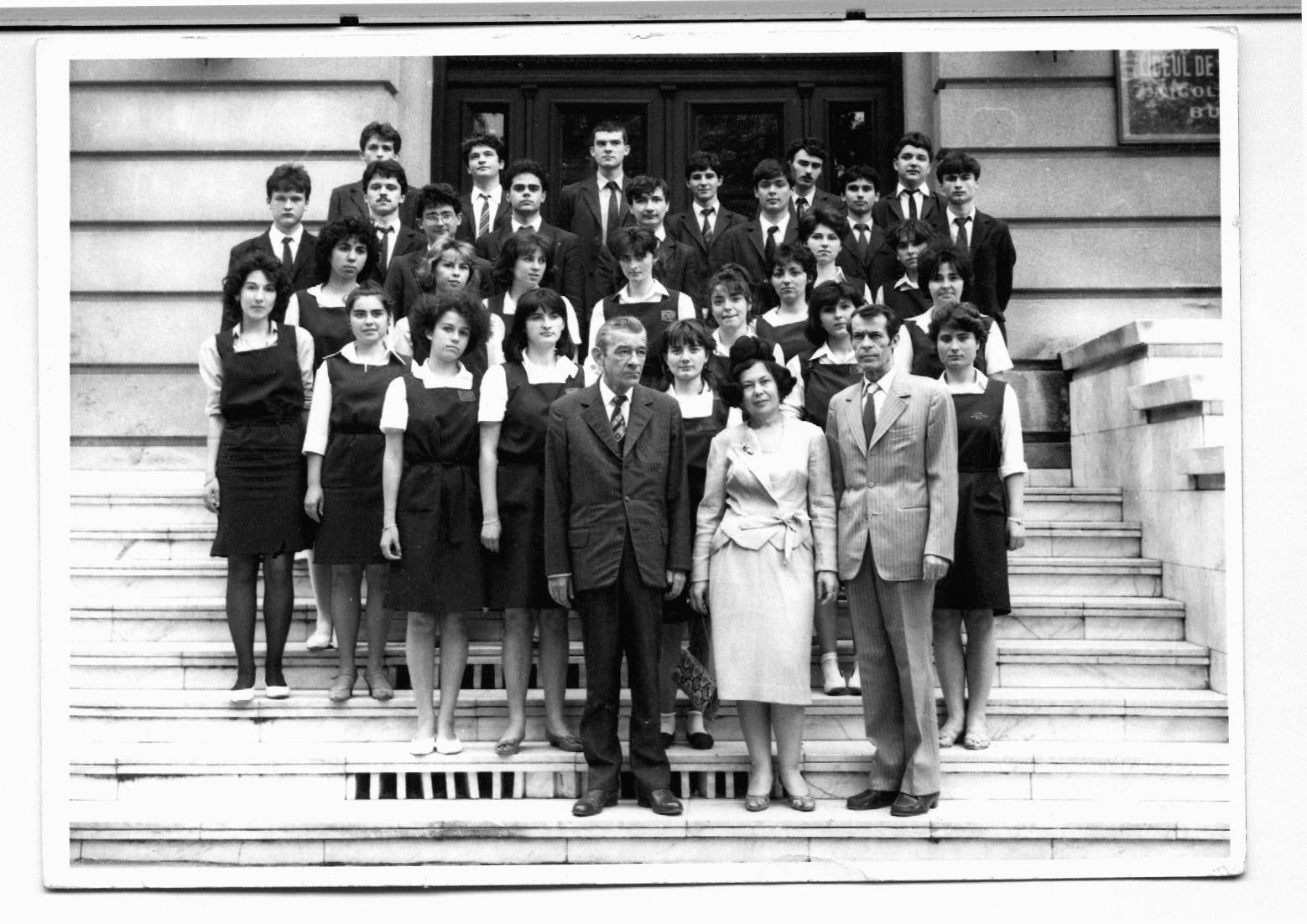 Clasa 12 V Colegiul National Sf Sava promotia 1986