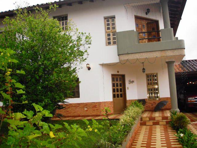 Hermosa Quinta Ubicada en Colinas de Carrizal