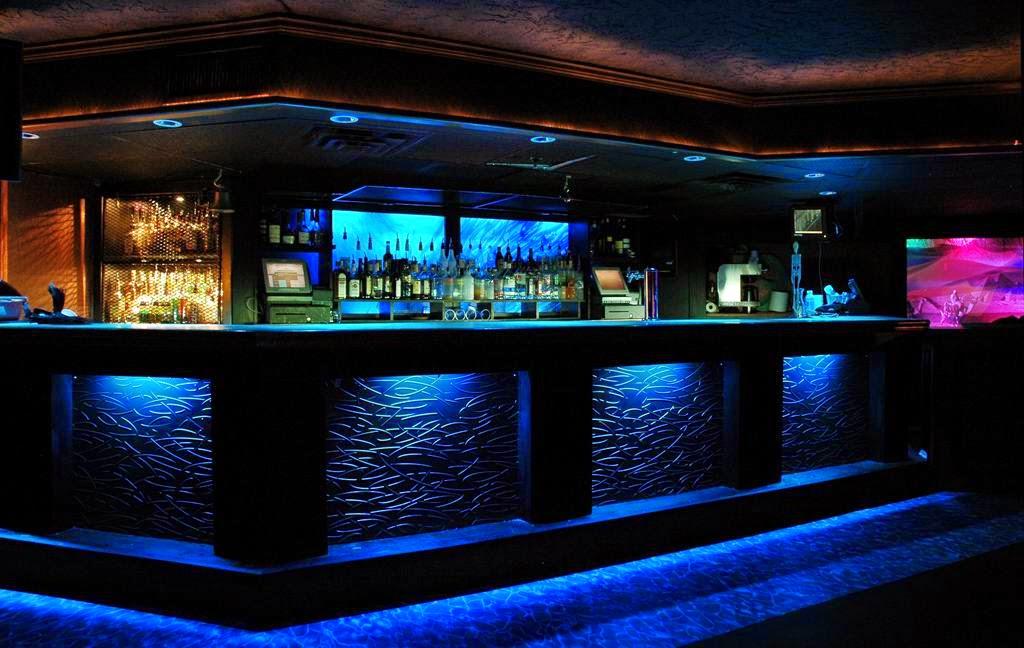 Pasi n por la gastronom a bares y restaurantes - Barras de bar iluminadas ...