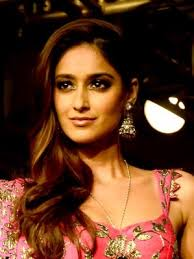 What is the height of Ileana D'Cruz?