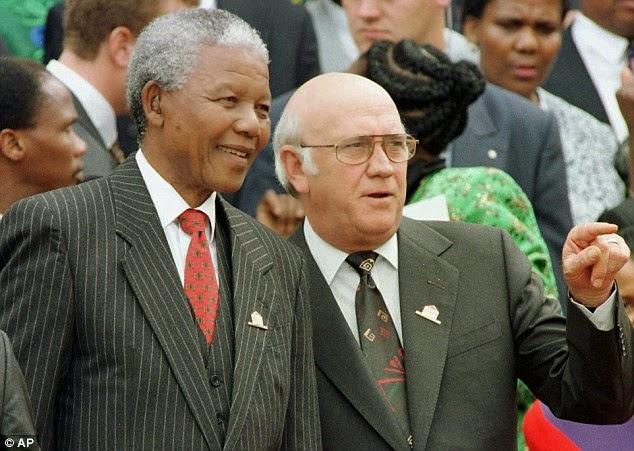 El Largo Camino Hacia la Libertad - En la foto Mandela y de Clerk