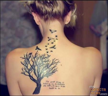 Passaros e árvores - Tatuagens Femininas nas costas