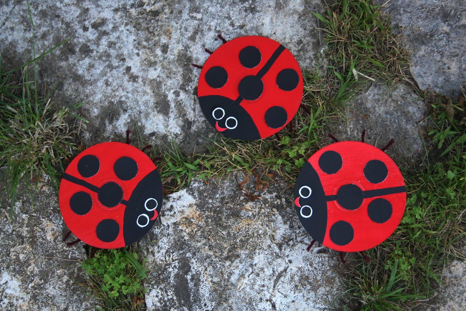 Поделки с дисков своими руками для сада 81