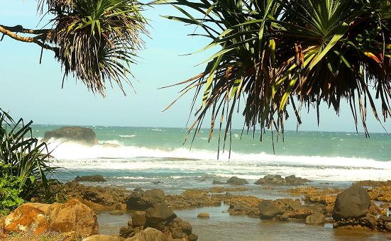 Tempat Wisata di Garut Pantai Rancabuaya