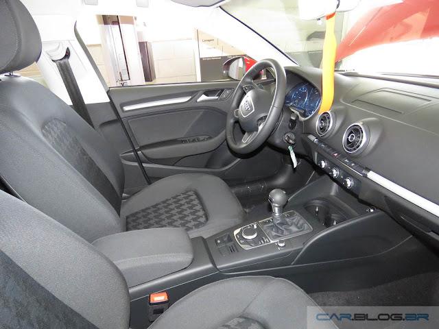 Audi A3 Sedan 1.4 Flex Ambiente - Interior