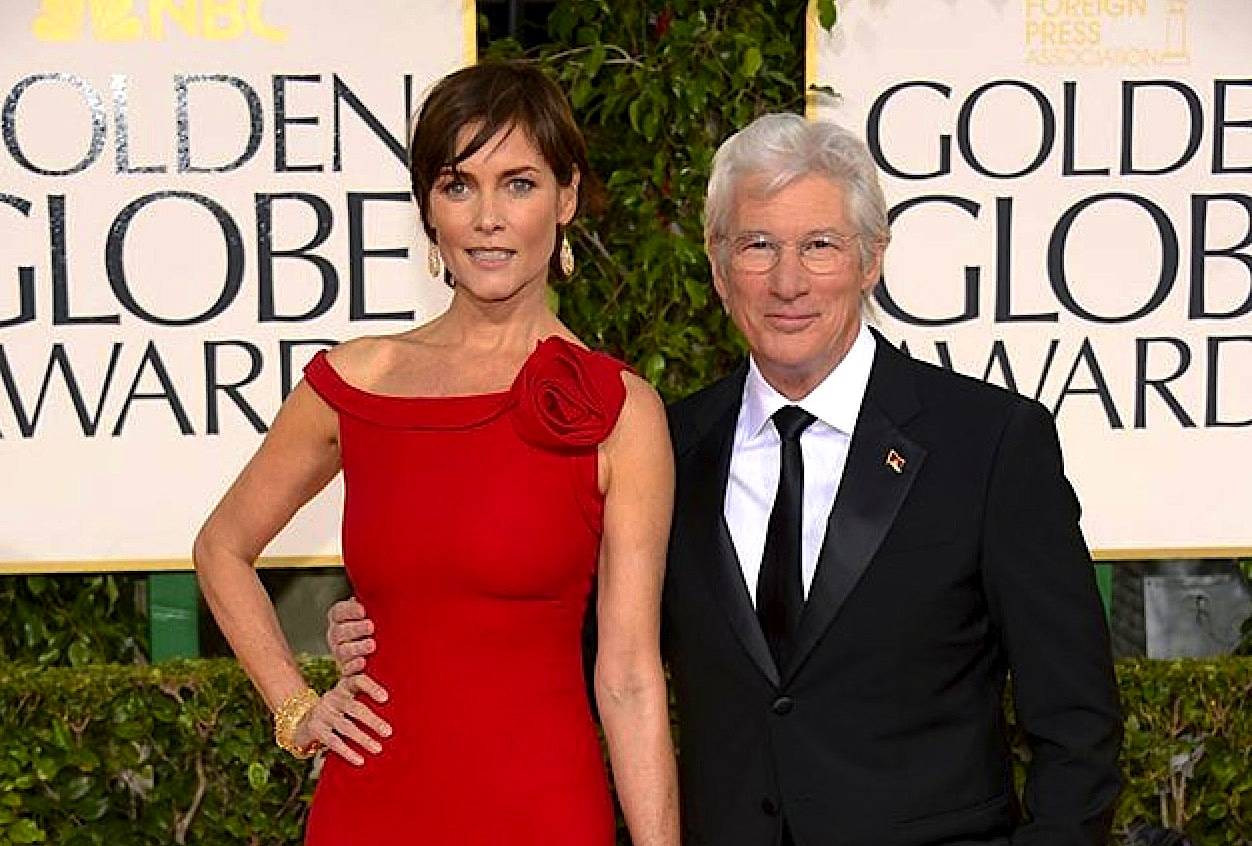 http://4.bp.blogspot.com/-B70Jj4C503A/UPO2rVOyaeI/AAAAAAAAIKA/GFCc2ULO8V4/s1600/Richard+Gere+Carey+Lowell+Golden+Globes+red+carpet.jpg