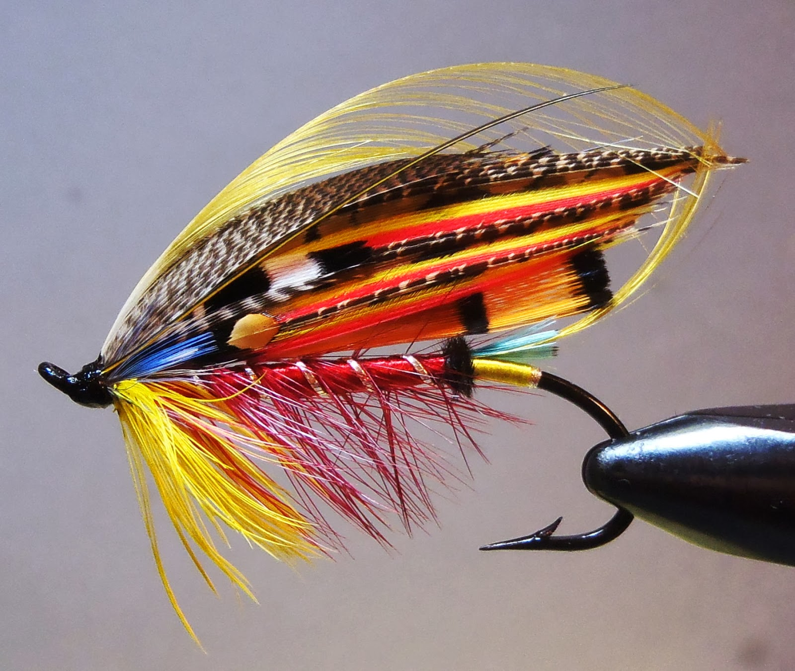 Mountains rivers trout december 2013 for Salon fly