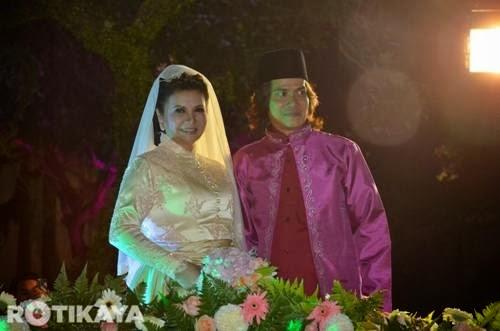 Gambar pernikahan Raja Azmi dan Eddie CRK