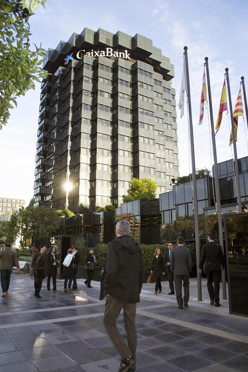 La caixa pag m s de 3 3 millones de euros a doce cargos for Localizador de oficinas la caixa