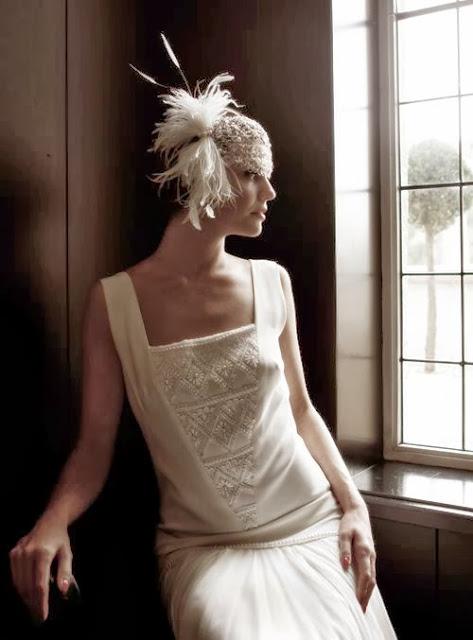 robe de mariée ivoire brodé de perles et satin cristaux swarovski plume voilette de mariage vintage