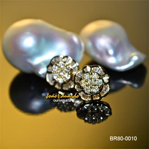 Par de brincos diamantes baguetes e redondos