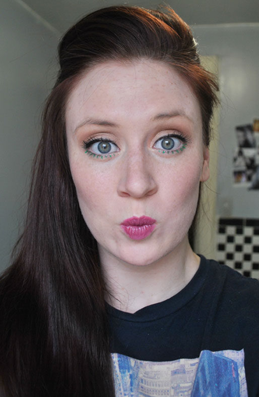 makeup photo a day, pink lipstick, Pantone Emerald eye liner, Sephora eye liner, makeup artist