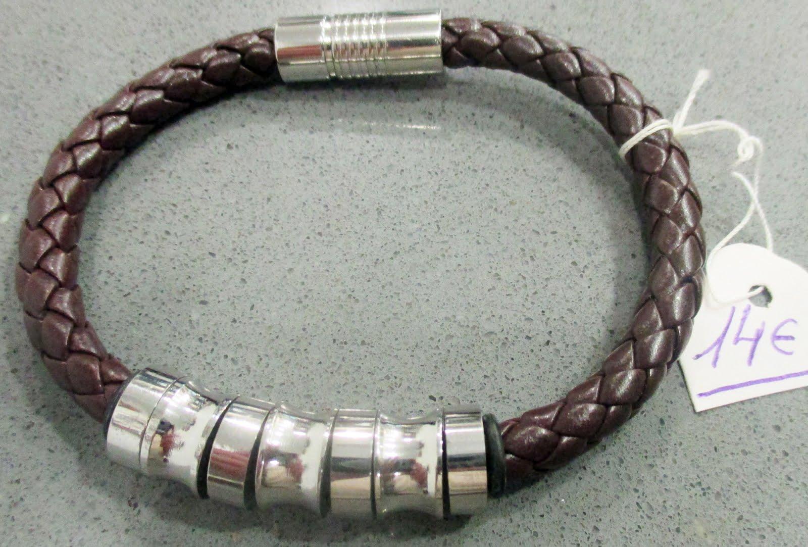 Pulsera de cuero marrón y acero, con cierre de imán