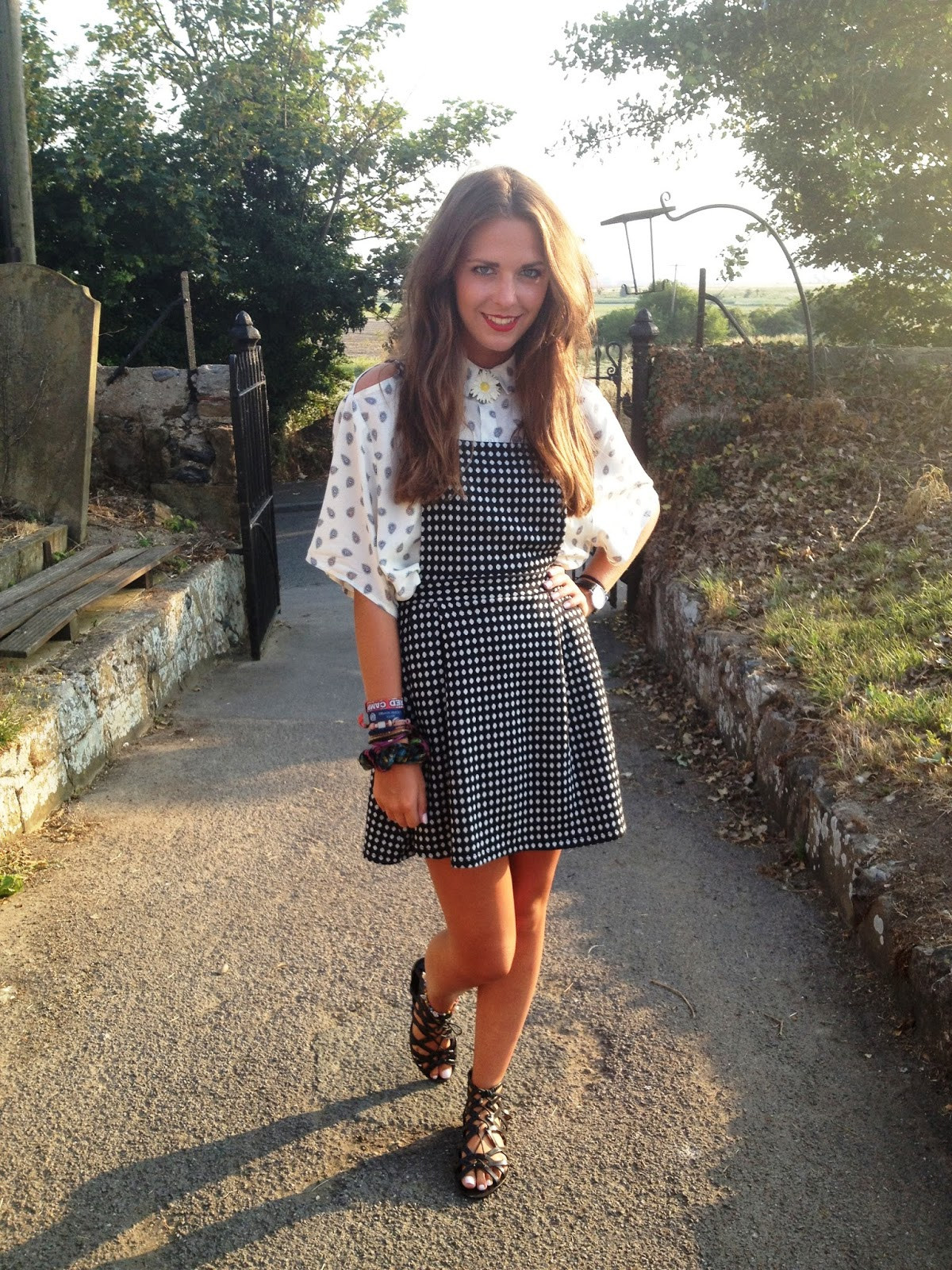 What_to_wear_a_pinafore_with_fashion_blogger