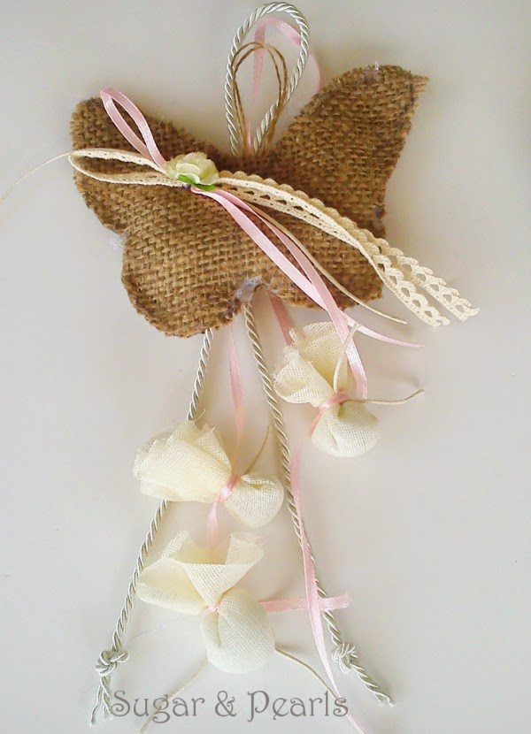 Κρεμαστή πεταλούδα μπομπονιέρα φτιαγμένη από λινάτσα