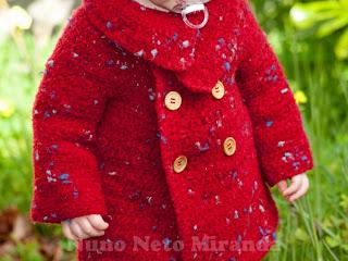 """alt=""""tweed, crochet coat, toddler, wood buttons, overcoat, casaco em crochet, criança, botões de madeira, sobretudo"""""""