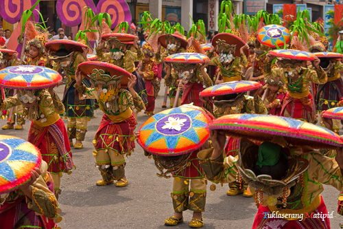 backpacking  travel cheap to philippine festivals