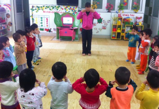 Tổ chức trò chơi vận động cho trẻ 24-36 tháng