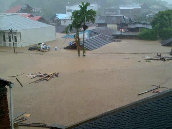 foto-foto banjir di kota manado