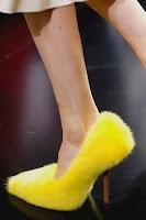 Високи обувки от жълт пух с дървен ток на Cеline