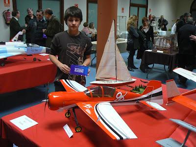 El jove Gerard Vall avançat aeromodelista.