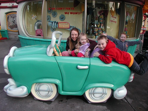 Disneyland Toontown car Goofy garage