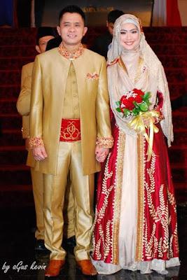 Desain Model Baju Pengantin Muslim Artis Oky Setiana Dewi