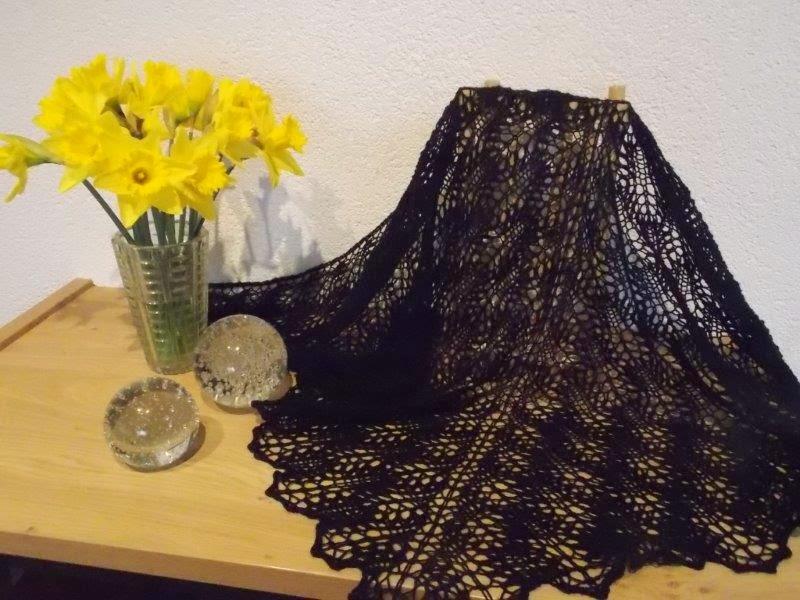 TE  KOOP, zwarte shawl voor allergische mensen