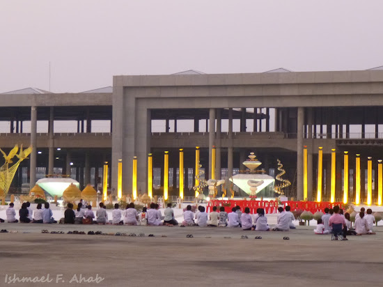 Prayers in Wat Phra Dhammakaya