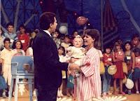 Programa Domingo no Parque apresentado no SBT nos anos 80. Sílvio Santos a frente do programa e seu modo peculiar de apresentar.