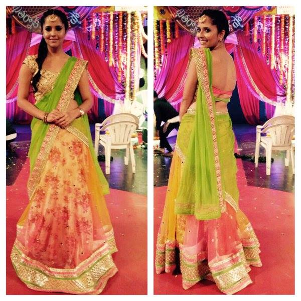 Anchor Anasuya in Floral Half Saree