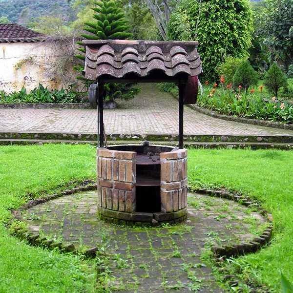 Jardin con pozo artesiano tips jardin - Bombas de superficie para pozos ...