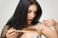 Chute de cheveux saisonnière: quand devrait-on paniquer?