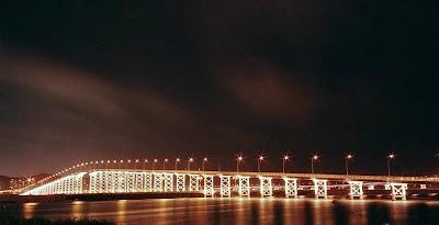 蓮花大橋 為第一條連接澳門和珠海橫琴的跨境大橋