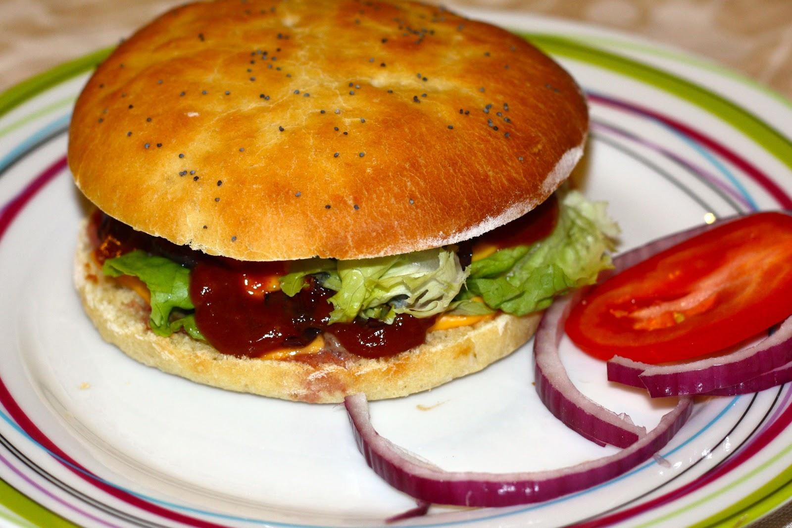 Pierrot gourmet handburger avec pain maison - Recette hamburger maison original ...