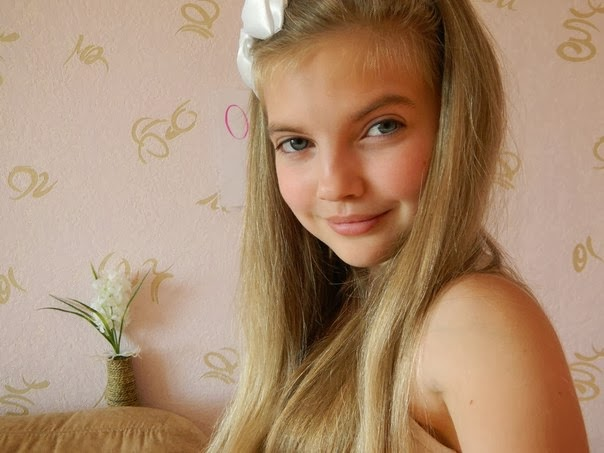cute teenmodel: