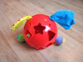 De achterkant van dit leuke en leerzame baby speelgoed