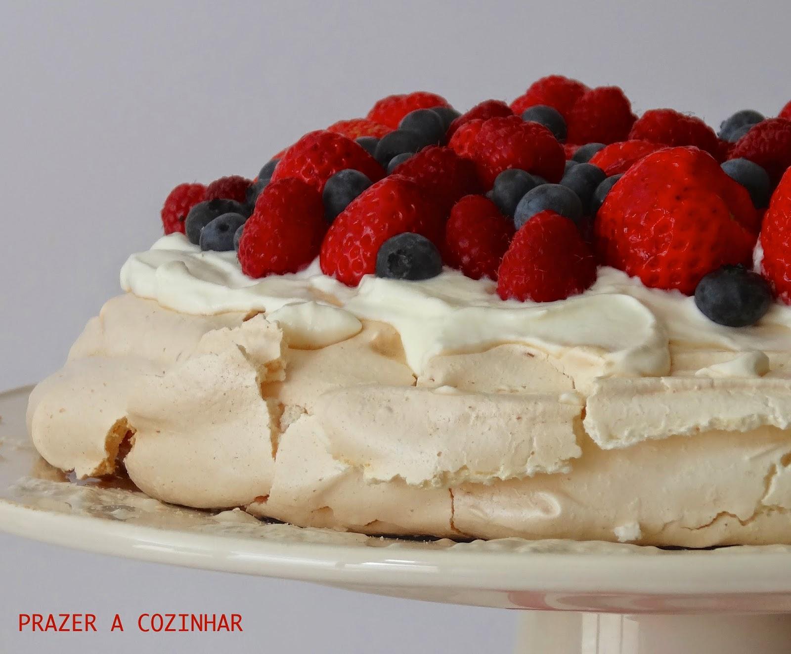 prazer a cozinhar - Pavlova de frutos vermelhos