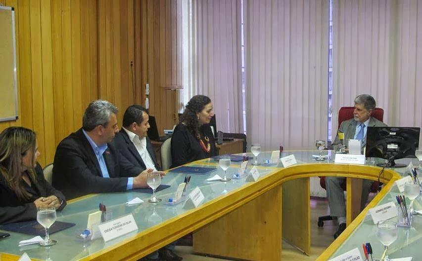 Deputada Federal Jandira em ação na defesa dos direitos dos Metalúrgicos da Emgepron.