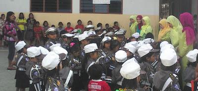 Anak TK Darussalam sedang bernyanyi gembira