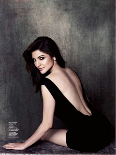 Anushka Sharma almost naked from behind