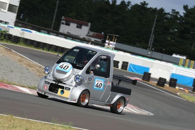 Daihatsu Midget II, zwariowane samochody, wyścigi w dziwnych autach, japońskie ciekawostki, motoryzacja