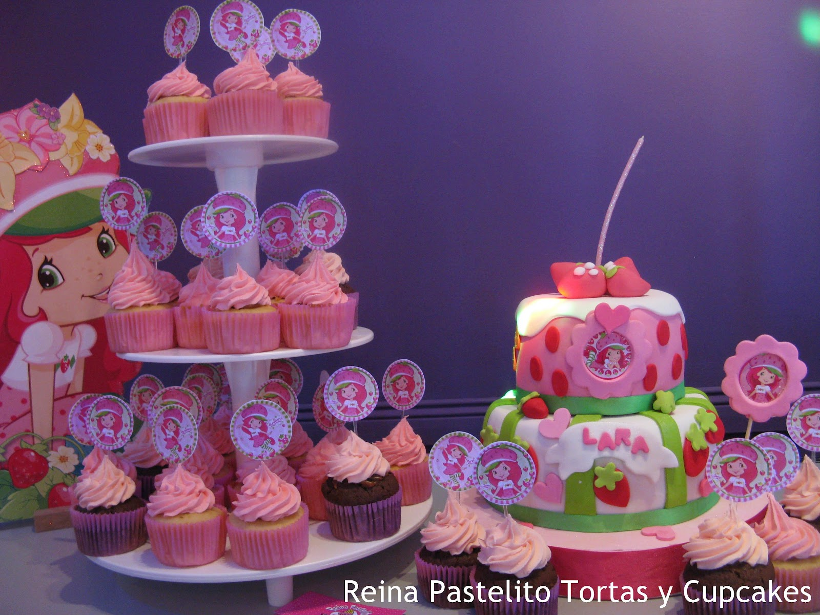 Reina Pastelito Cupcakes Tortas: Torta de Frutillitas, Rosa ...
