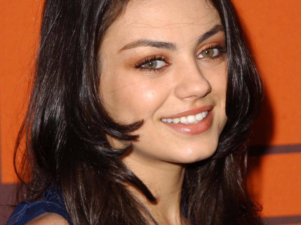 Sweet Smile of Mila Kunis | all about photo