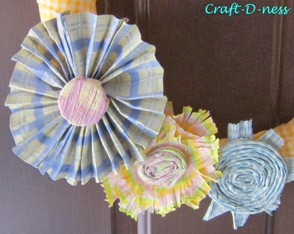 Close up shot of the Spring paper flower trio