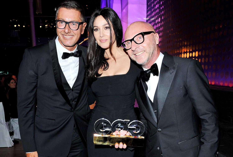 http://4.bp.blogspot.com/-BBpEcCpXCUA/UEdFG5emABI/AAAAAAAAIUo/Tv_o5onkceM/s1600/Stefano+Gabbana,+Monica+Bellucci,+Domenico+Dolce+-+GQ+Man+Of+The+Year+2012.jpg