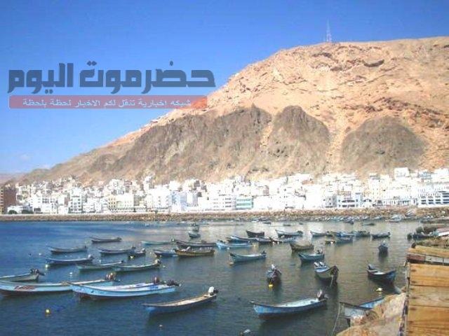 مصدر مسئول في شركة النفط اليمنية بالمكلا يطمئن المواطنين بتوفر كميات كبيرة من المشتقات النفطية
