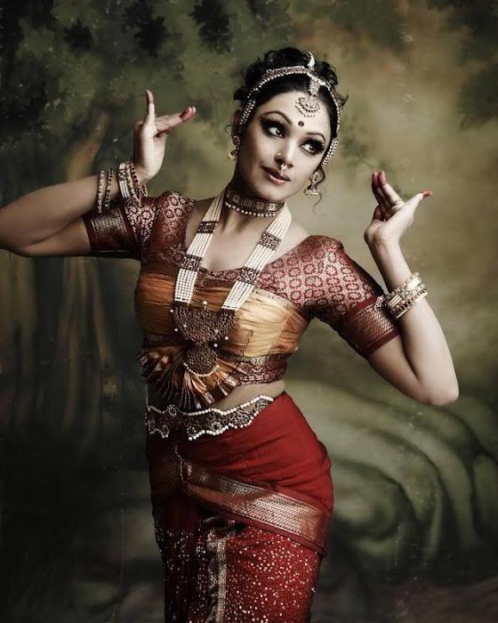 shobana dancing