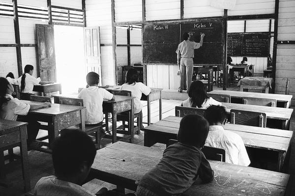 Guru Bekerja dalam Diam