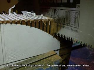 Κοπή τομών πλάγιας όψης με χειροπρίονο